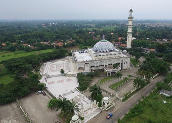 Singgah Masjid Agung Al Amjad Kabupaten Tangerang Foto Indra Wardana