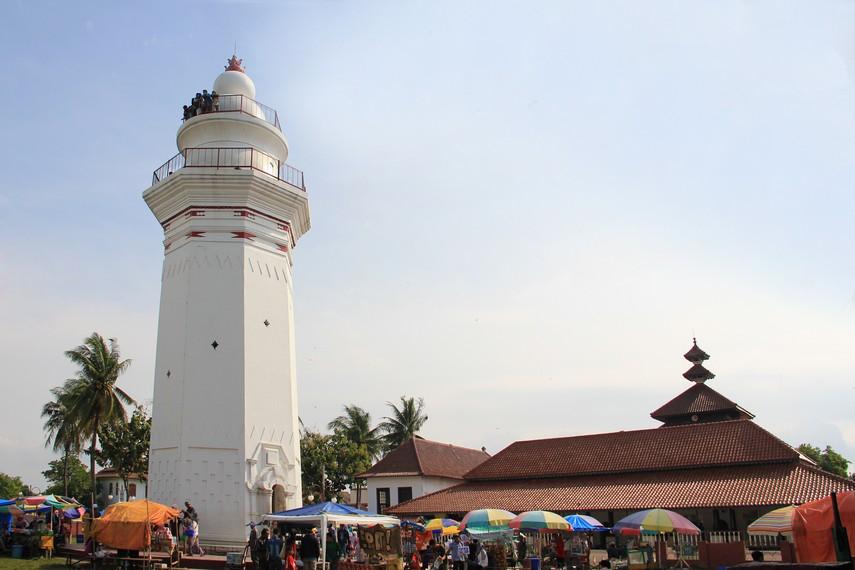 Tradisi Ziarah Sultan Maulana Mesjid Agung Banten Cipasera Masjid Kab