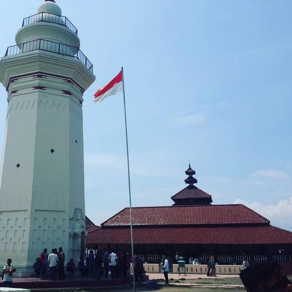 Yuk Wisata Religi Masjid Agung Banten Merahputih Foto Instagram Alfaginoazra