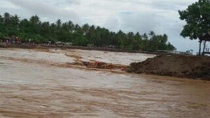 Banjir Bandang Pantai Anyer 1 000 Terendam 2 Meter Wartakota