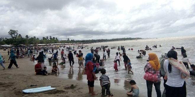 Terapkan Tarif Tinggi Kunjungan Wisatawan Anyer Menurun Pantai Kab Serang