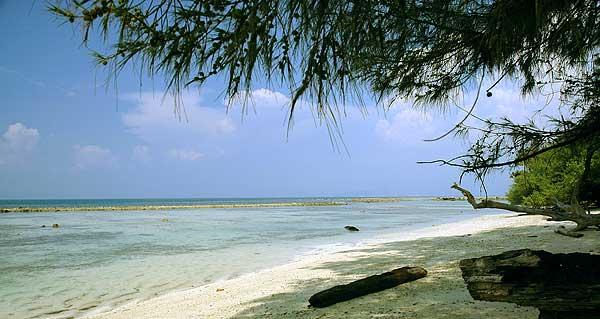 7 Tempat Wisata Pantai Anyer Indah Terletak Kecamatan Kabupaten Serang