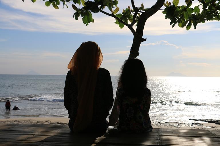 Wisata Akhir Pekan Pantai Cibeureum Anyer Katerina Ombak Bergulung Langit