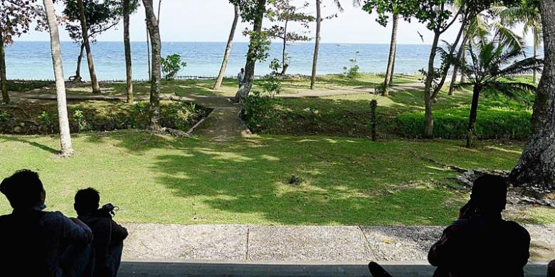 Tanjung Lesung Bisa Datangkan Sejuta Wisman Kompas Sejumlah Wisatawan Menikmati