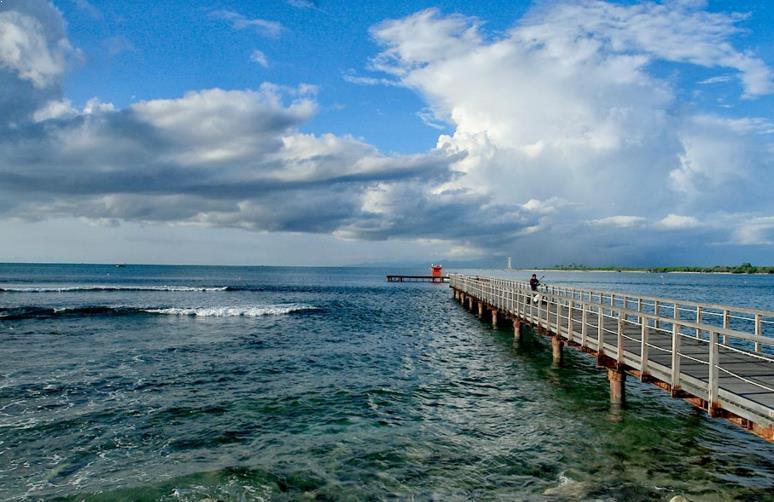 Tempat Wisata Anyer Menjadi Pilihan Traveler Carita Pantai Pasir Putih