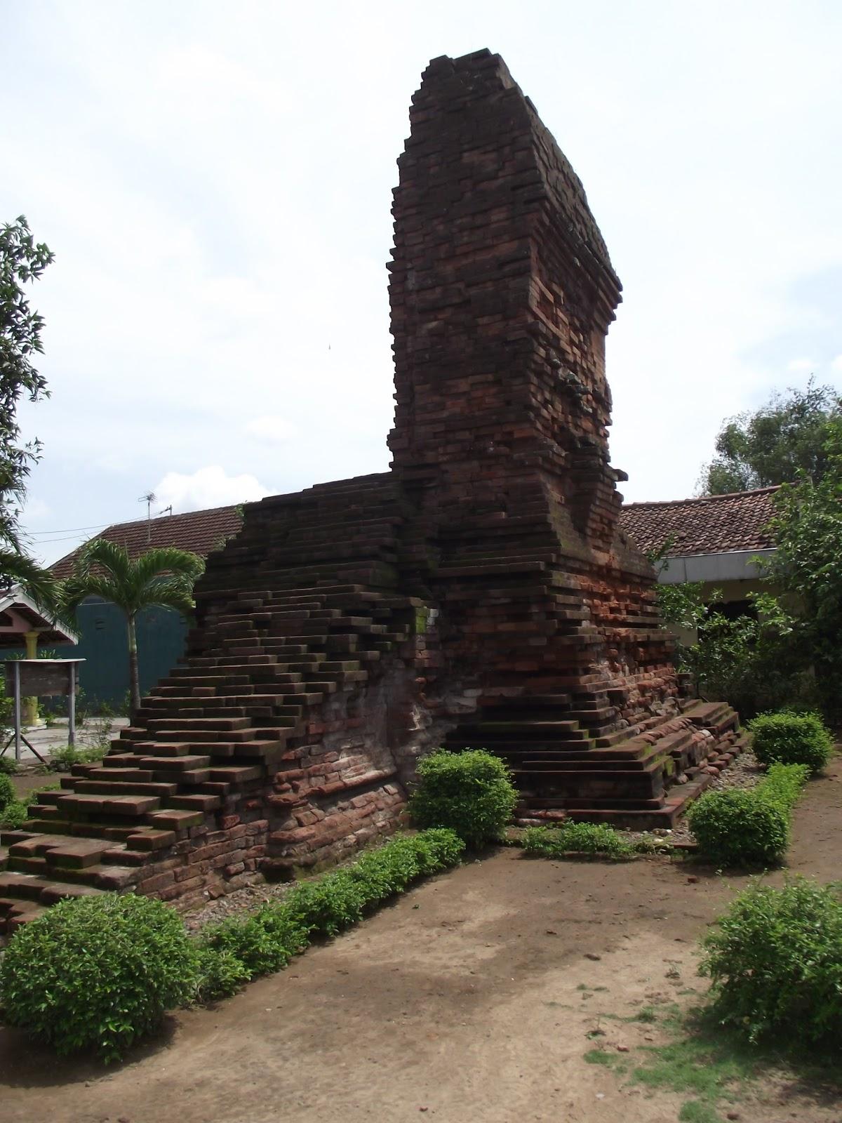 Candi Indonesia Sidoarjo Jawa Timur Tampak Samping Kanan Pari Kab