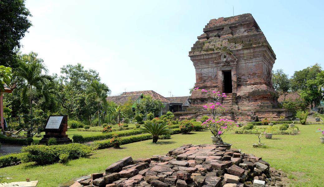Candi Pari Destinasi Wisata Sejarah Ikonik Sidoarjo Jawa Timur Front