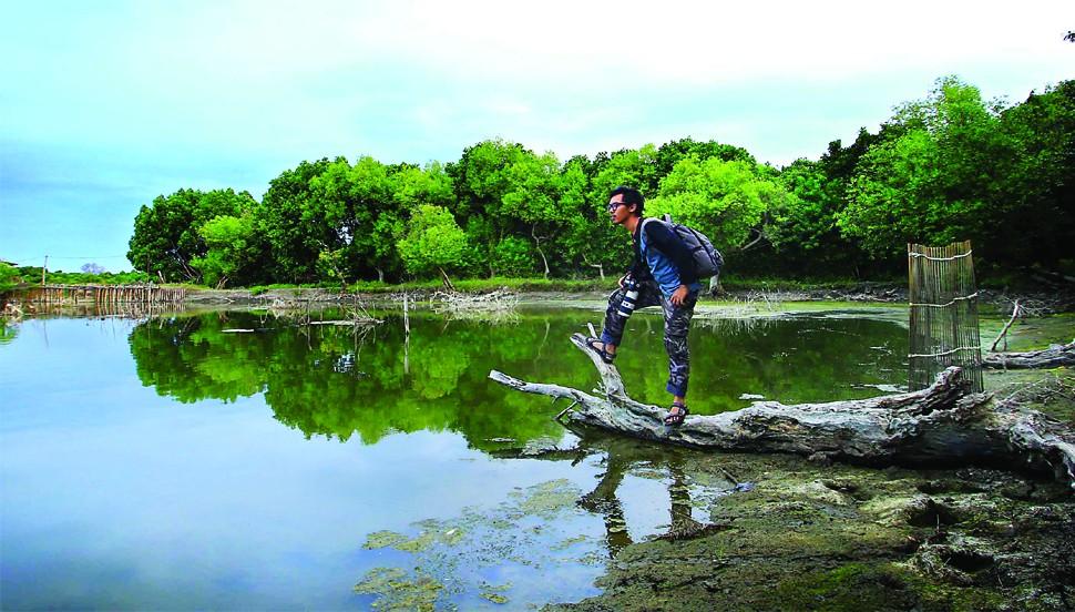 Keindahan Wisata Alam Pulau Sarinah Sidoarjo Akses Menuju Pantai Kepetingan