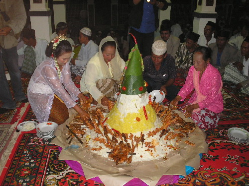 Upacara Tradisional Nyadran Dilakukan Masyarakat Nelayan Sidoarjo Setiap Dipusatkan Makam