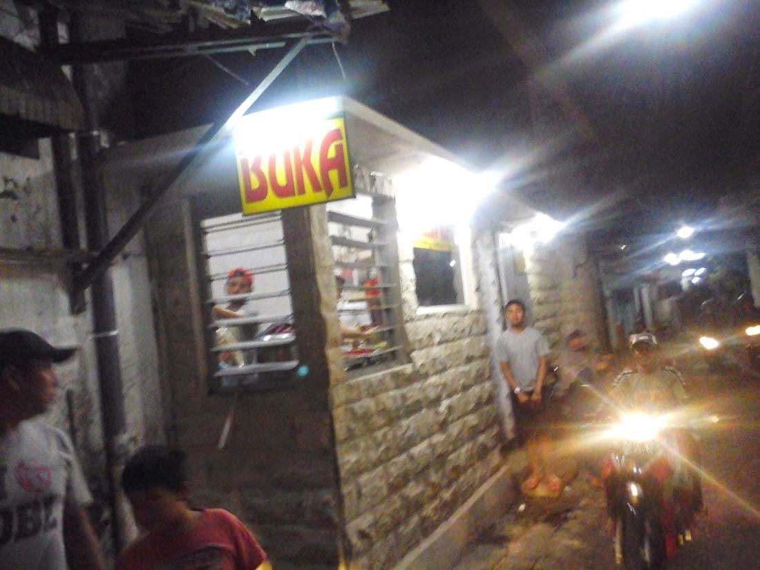 Mei 2015 Rasanyus Berada Sebuah Gang Kecil Pasar Malam Gading