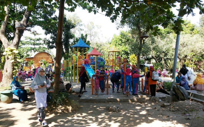 Pelajar Berseragam Sekolah Dilarang Masuk Taman Abhirama Sidoarjo Anak Tk