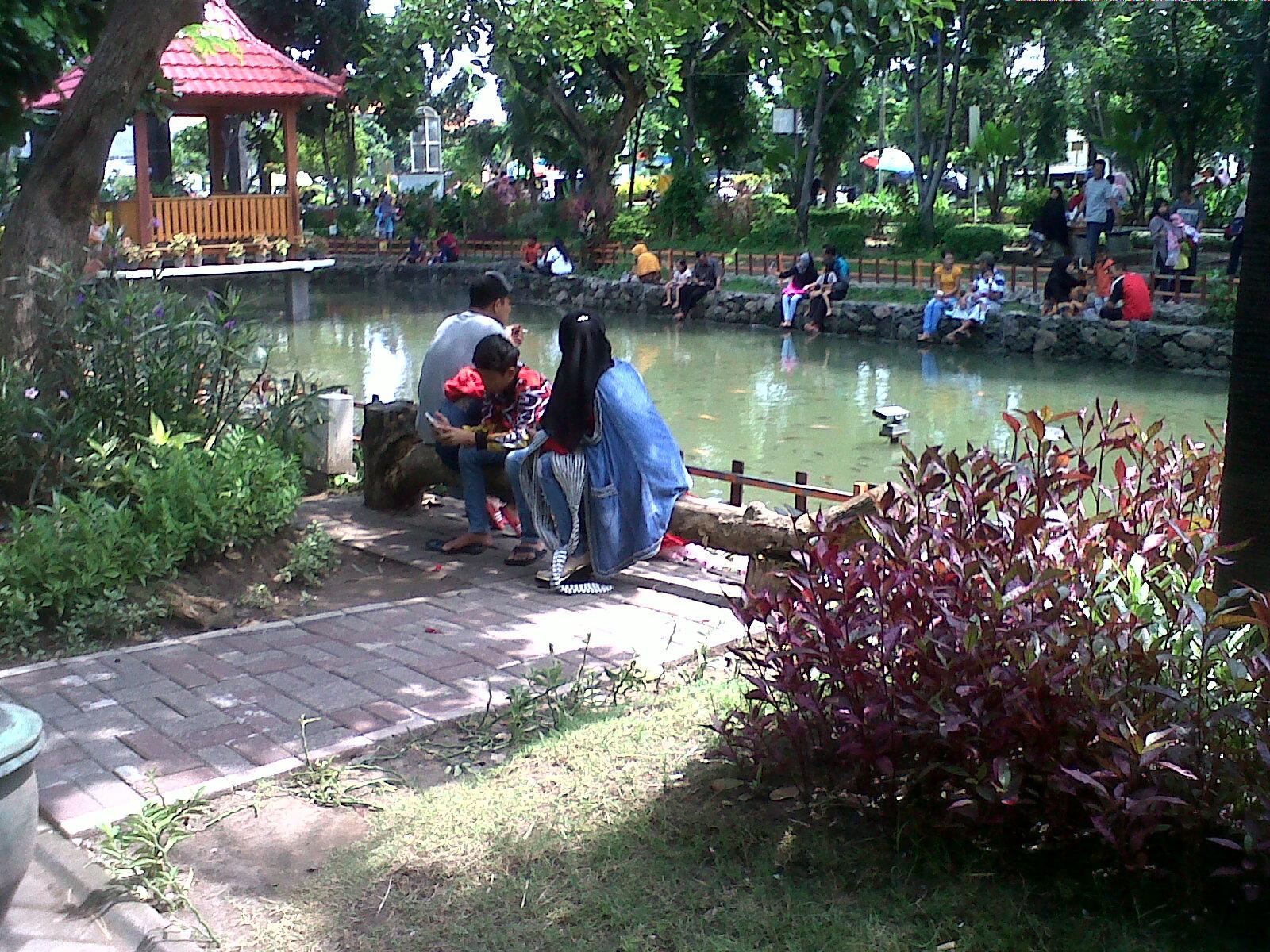 Review Wisata Taman Abhirama Sidoarjo Adek Suka Lihat Ikan Kab