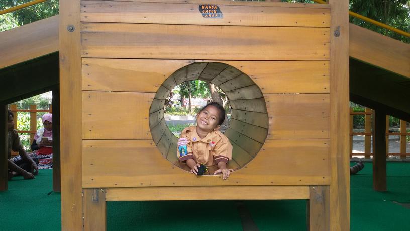 Taman Abhirama Sidoarjo Indah Gratis Pula Doyan Piknik Banget Playground