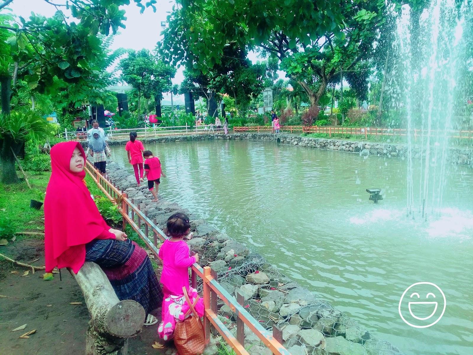 Wisata Keluarga Sidoarjo Taman Abhirama Haya Zone Duduk Santai Menikmati