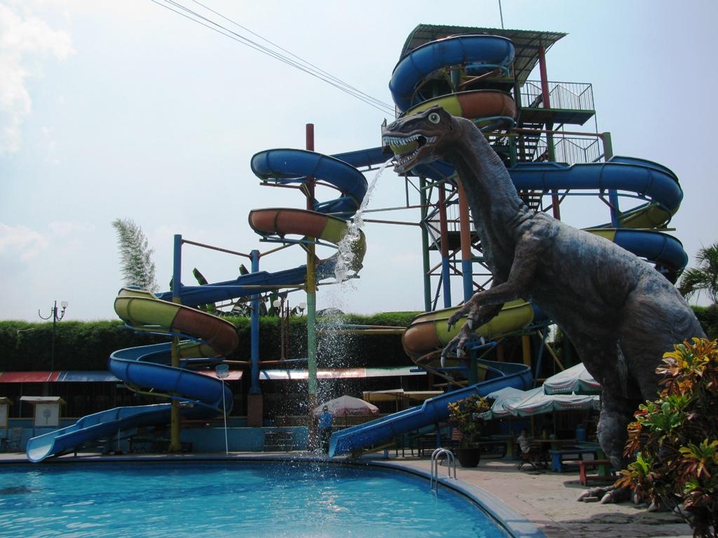 Aneka Tempat Wisata Sidoarjo Kamu Kunjungi Erwin Pratama Waterpark Suncity