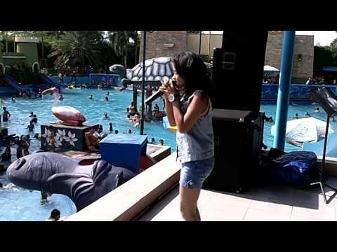 Bella Perform Suncity Water Park Sidoarjo 29 Desember 2013 5