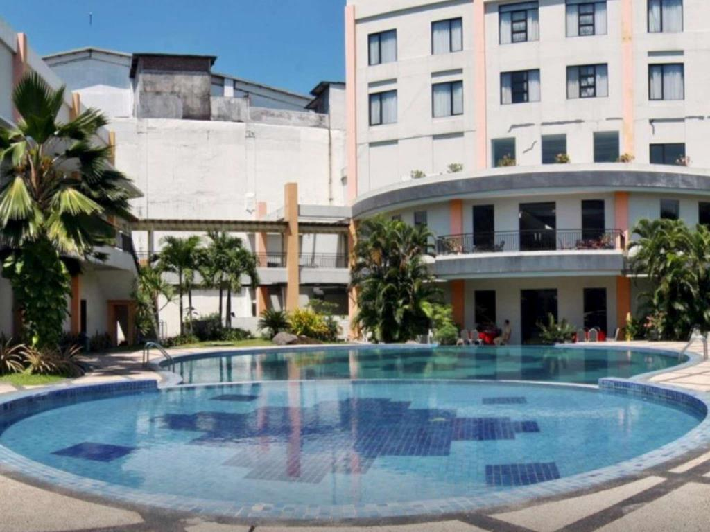 Price Sun Hotel Sidoarjo Surabaya Reviews Swimming Pool Taman Air