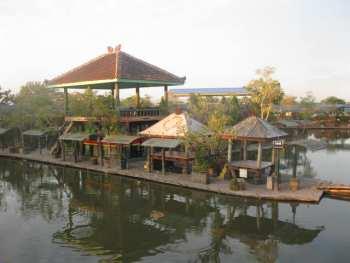 Delta Fishing Tempat Wisata Sidoarjo Wisesatravel Pemancingan Kab