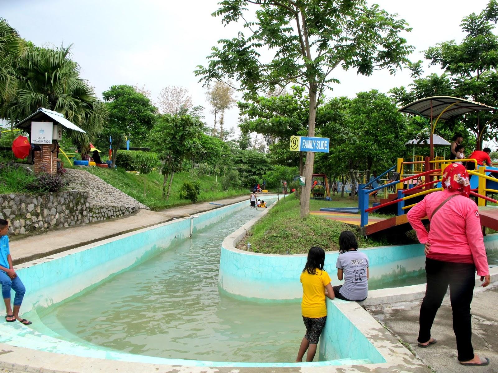 Wisata Joglo Park Pacet Haya Zone Perahu Kayuh Air Jungle