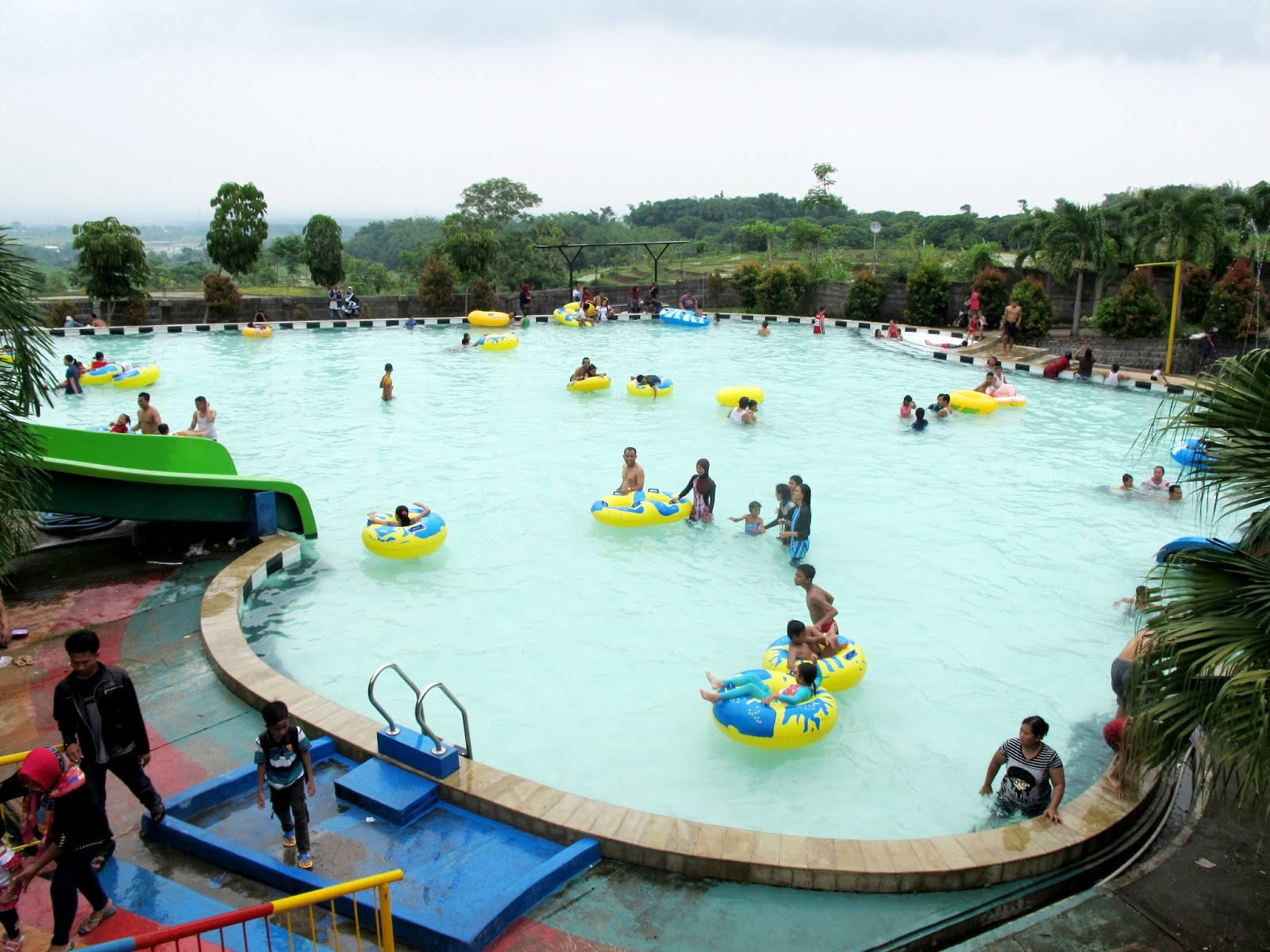 Wisata Joglo Park Pacet Haya Zone View Kolam Renang Dewasa