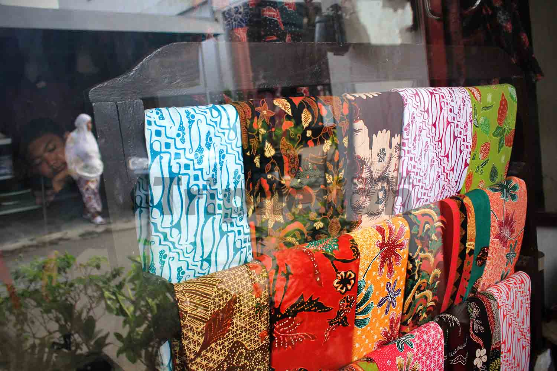 Tripnesian Jalan Kampoeng Batik Jetis Sidoarjo Sejumlah Kain Salah Satu