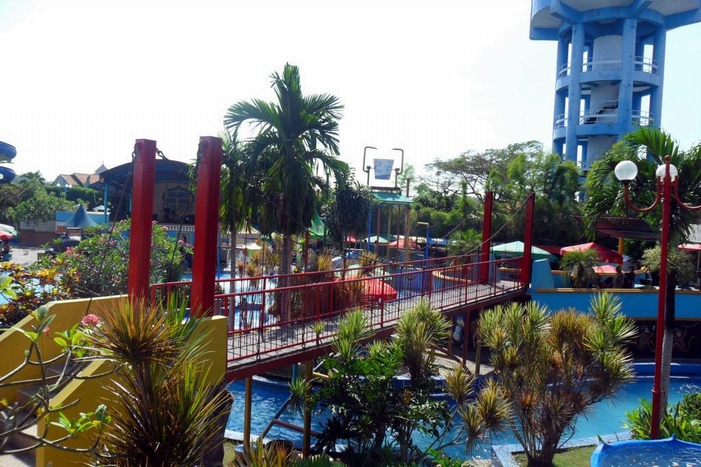 15 Tempat Wisata Terbaik Sidoarjo Jawa Timur Ayowisata99 Kampung Sepatu
