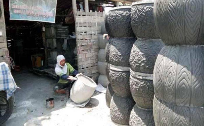 Berinovasi Motif Alam Produk Kampung Pot Balongbendo Rambah Pasar Luar