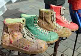 Kreasi Sepatu Krian Siap Bersaing Produk Global Rumah Wisata Kampung