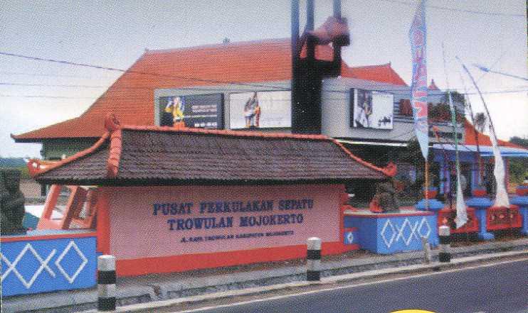 Pusat Perkulakan Sepatu Trowulan Ppst Kabupaten Mojokerto Terletak Wisata Kampung