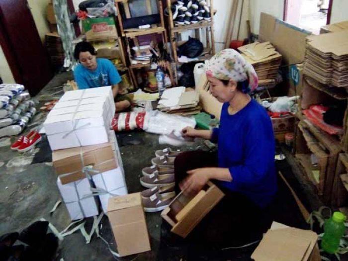 Sepatu Molika Produk Kampung Mojo Santren Sidoarjo Tembus Pasar Singapura
