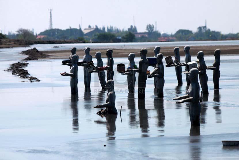 Kisah Dibalik Wisata Lumpur Lapindo Republika Online Puluhan Patung Manusia
