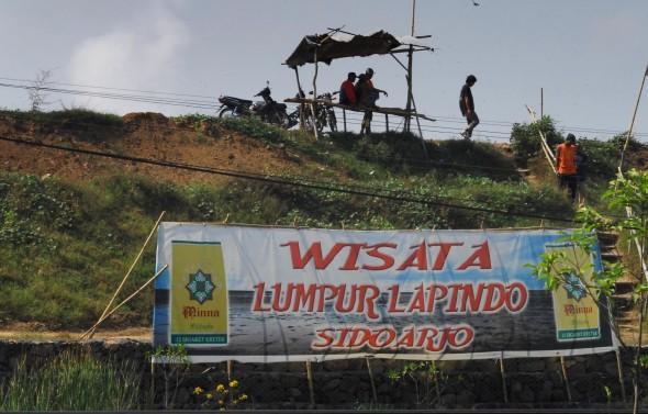 Pemerintah Menjadikan Lumpur Lapindo Wisata Agustinus Sixson Semburan Panas Keluar