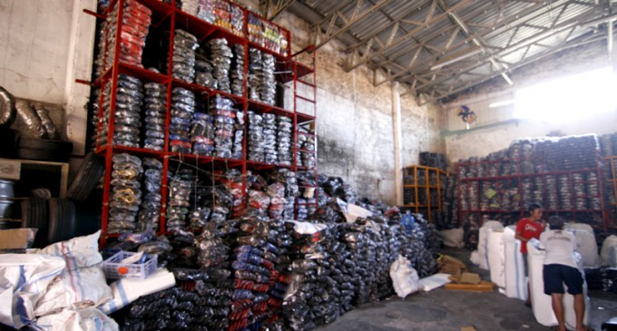 Belanja Melihat Pembuatan Sepatu Wedoro Wisata Jatim Sentra 1 680x365