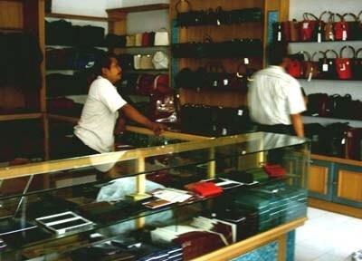 Industri Tas Koper Tanggulangin Sidoarjo Tetap Eksis Wisata Sentra Produksi