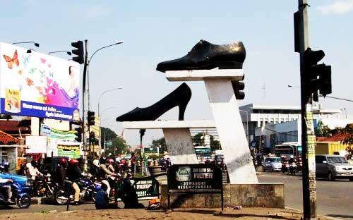 Tempat Wisata Belanja Sepatu Cibaduyut Bandung Sentra Produksi Tas Tanggulangin