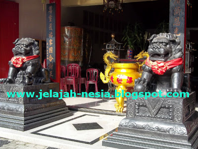 Patung Singa Hitam Kelenteng Poo Kiong Speed Blog Tong Biaw