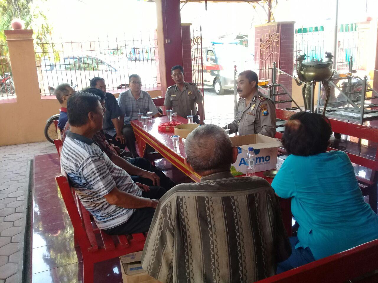 Polda Jatim Berita Kasat Binmas Silaturahmi Kamtibmas Klenteng Poo Tong