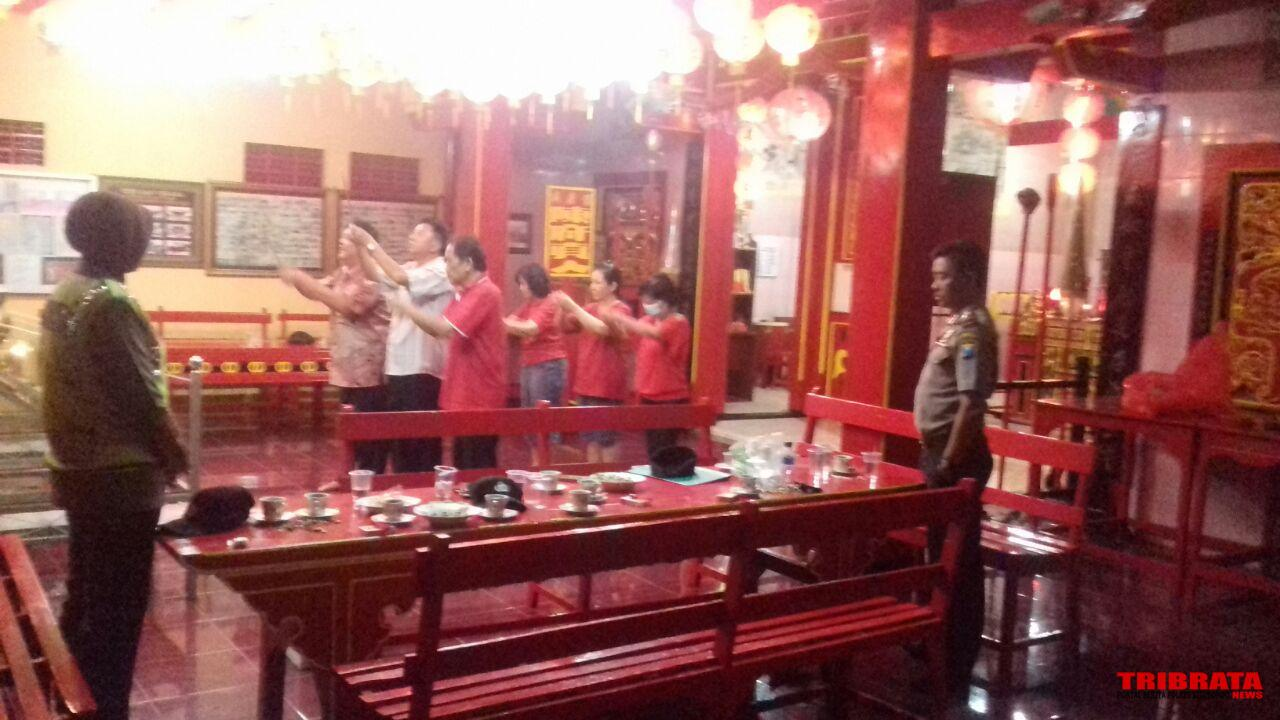 Polres Situbondo Laksanakan Pengamanan Perayaan Imlek Klenteng Poo Tong Biaw