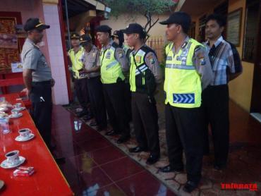 Polres Situbondo Laksanakan Pengamanan Perayaan Imlek Klenteng Selama Kegiatan Ibadah