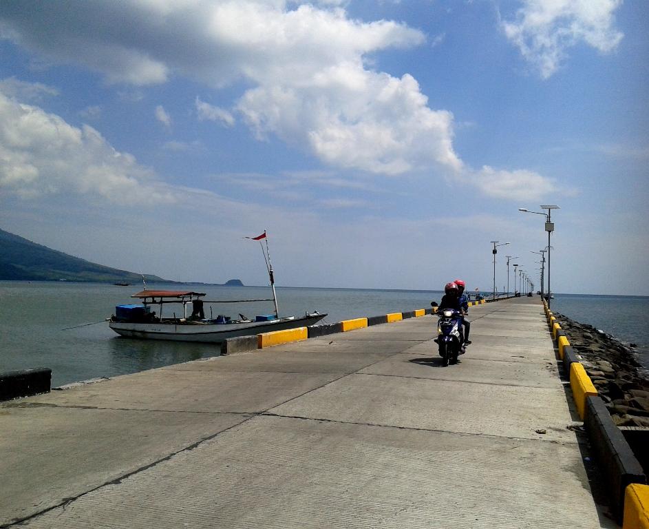 25 Tempat Wisata Terbaik Situbondo Jawa Timur Pelabuhan Rakyat Panarukan
