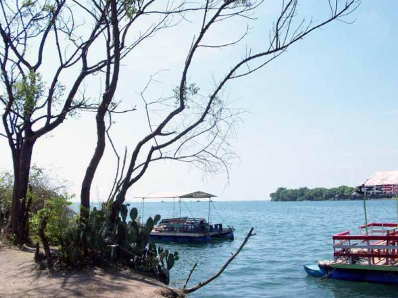 7 Obyek Wisata Situbondo Patut Dikunjungi Pantai Pathek Kolam Renang