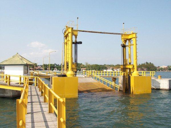 Situbondo Aviv Faqodh7415 Kolam Renang Rengganis Pantai Pasir Putih Pelabuhan