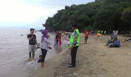 Pantai Tampora Wisata Alternatif Terbaru Situbondo Harian Sejumlah Wisatawan Domestik
