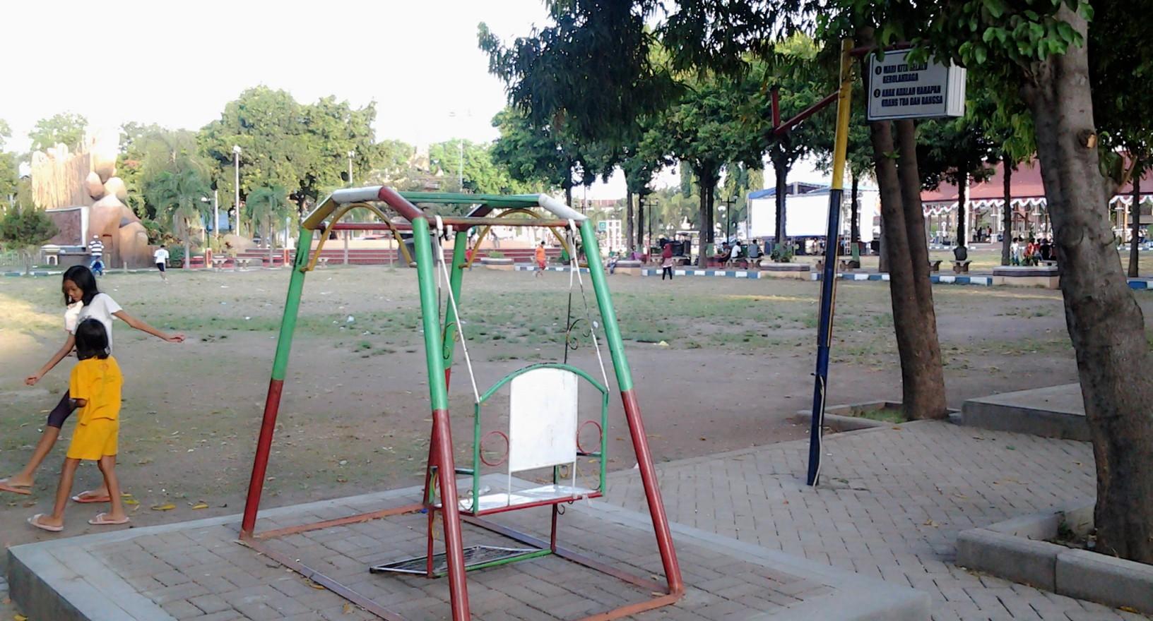 Taman Kota Alun Situbondo Hening Blog Memiliki Fasilitas Bermain Basket