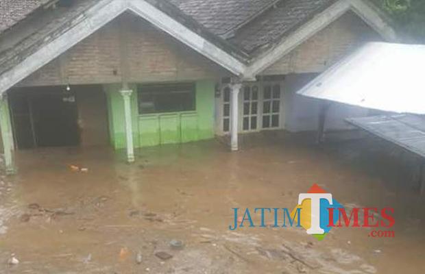 Banjir Bandang Situbondo 1 Rumah Hanyut 3 Rusak Berat Jembatan