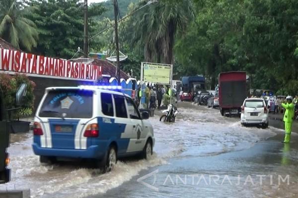 Banjir Situbondo Rusak Fasilitas Wisata Pasir Putih Video Rumah Dalem