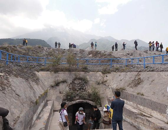 Bunker Kaliadem Merapi Jogja Kaliurang Harga Tiket Masuk Lava Tour