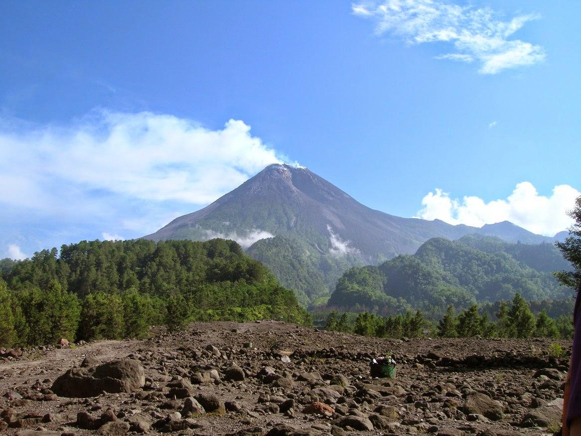 Volcano Tour Merapi Sejarah Wisata Cangkringan Bunker Kaliadem Sebelum Erupsi