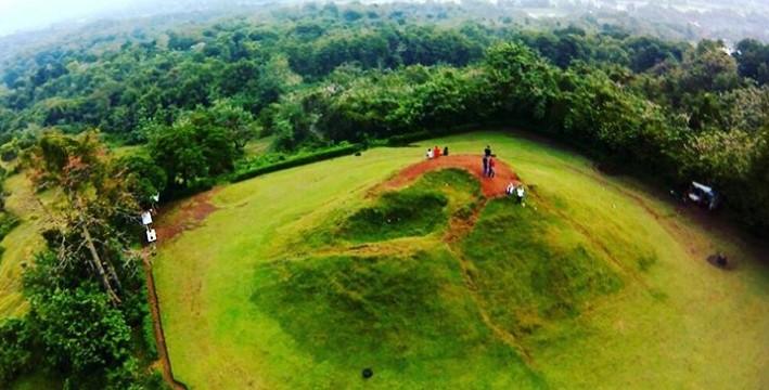 Pesona Candi Abang Destinasi Wisata Nusantara Padahal Terlihat Cantik Berwarna