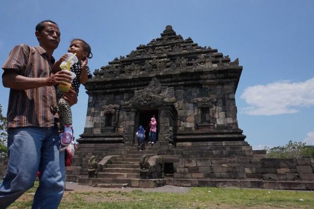 Berburu Senja Candi Ijo Puncak Tertinggi Kota Yogyakarta Barong Kab